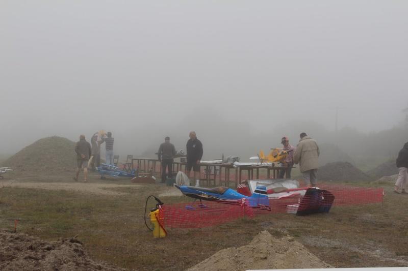 """Préparation des avions dans la brume de """"la secouette"""" Img_2812"""