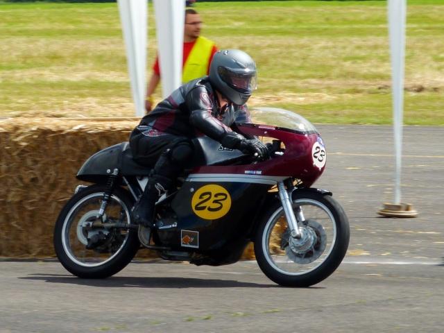 5 eme grand prix moto classic de VICHY P1600210