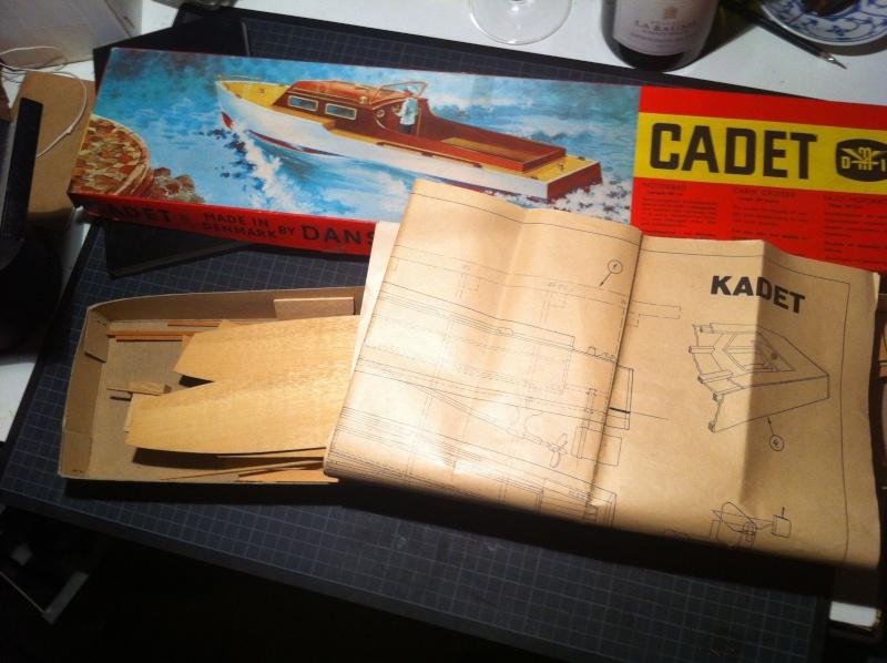 Cadet Motorbåd made by Dansk Modelflyve Industrie (Länge 50 cm) Schach11
