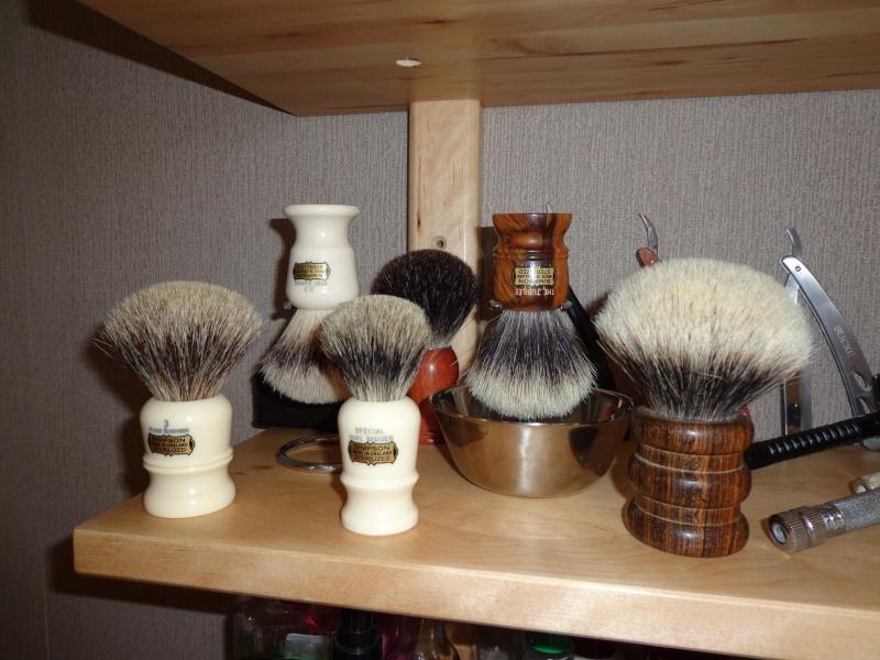 Photos de votre armoire spéciale rasage (ou de la partie réservée au rasage) Etagar16