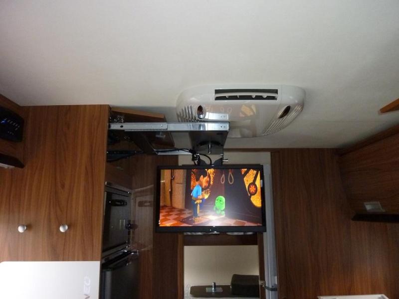 """TV LED  21.5 """" / 55 cm pas cher dans l'emplacement d'origine , ça PASSE !!!!! Tv210"""