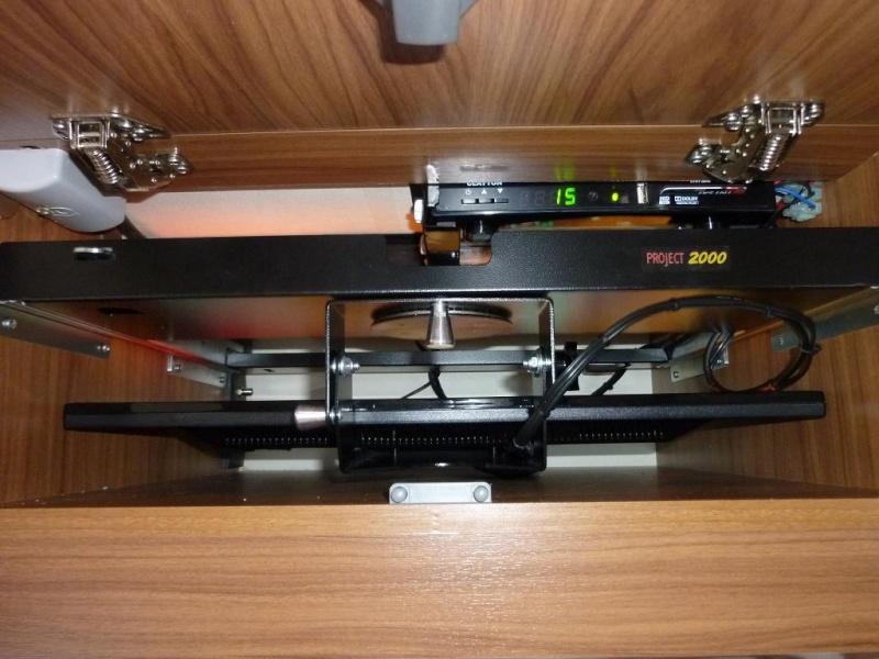 """TV LED  21.5 """" / 55 cm pas cher dans l'emplacement d'origine , ça PASSE !!!!! Tv410"""