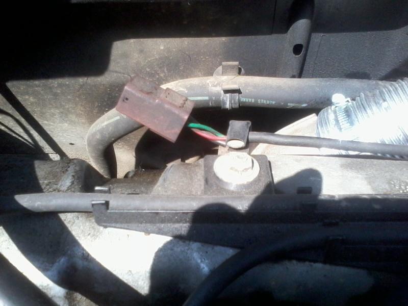 Utilité connecteur / prise marron dans le moteur ? - une petite question  2013-010