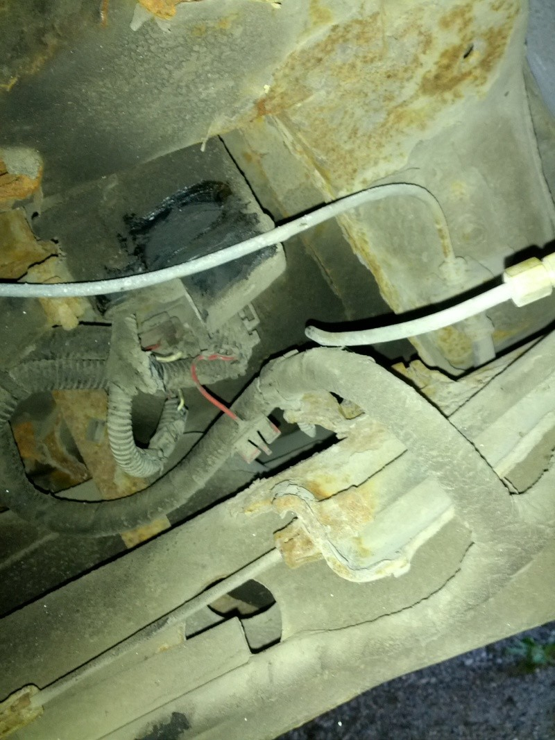 Sunfire 2000, jauge d'essence erratique et difficulté pour faire le plein Vent_s10