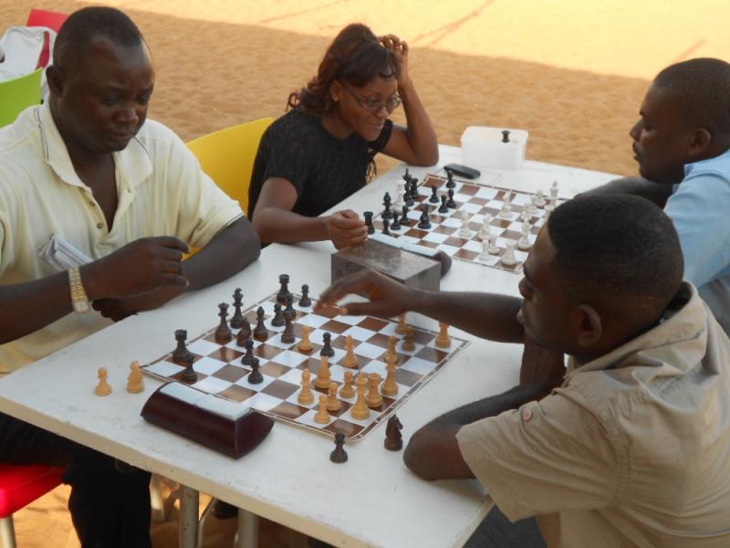 OMEL 7 (7ème Open Mensuel d'Echecs de Lomé) Dscn1710