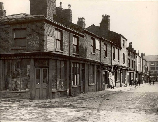 Ashburner Street was bustling when the funfair came to Bolton 46227910