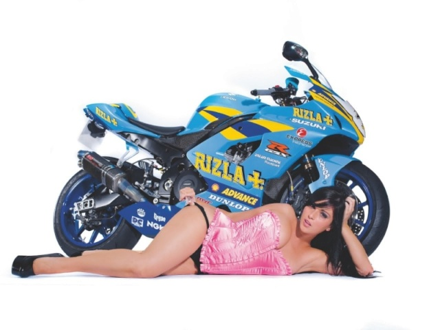 pin-up story ...................... - Page 6 Gsxr-w11