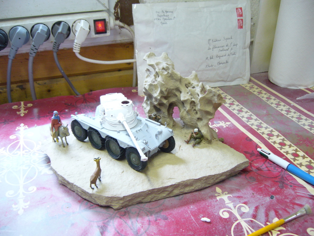Panhard EBR 10 Hobby Boss 1/35 + figurines U-Models et Chota Sahib/Azimut et Master Box - Page 4 P1050221
