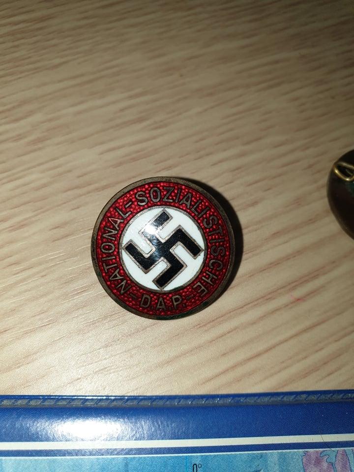 badge du parti, plus un DJ 81892810