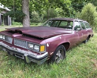 Several Pontiacs 99504c10