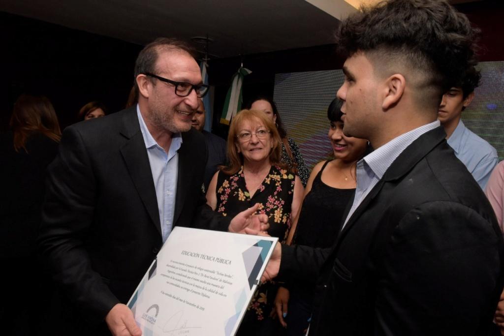 El Senado Bonaerense premió a las Escuelas Técnicas N° 1 de Grand Bourg y N°5 de Mar del Plata. 001109
