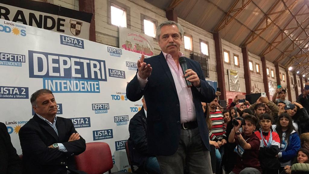 En Lanús, Fernández compartió un acto con Depetri 00180
