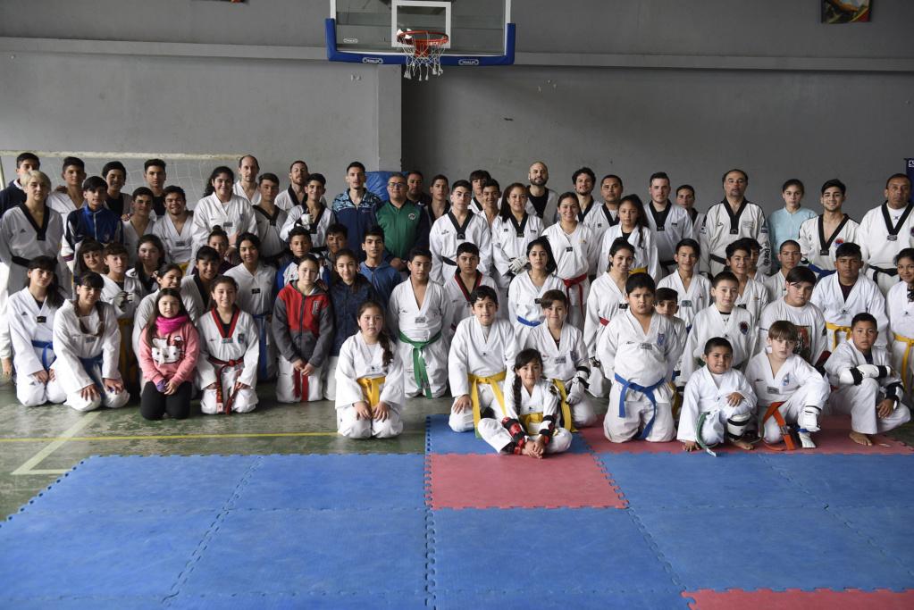 Malvinas Argentinas: Clínica de taekwondo en Villa de Mayo. _car7010