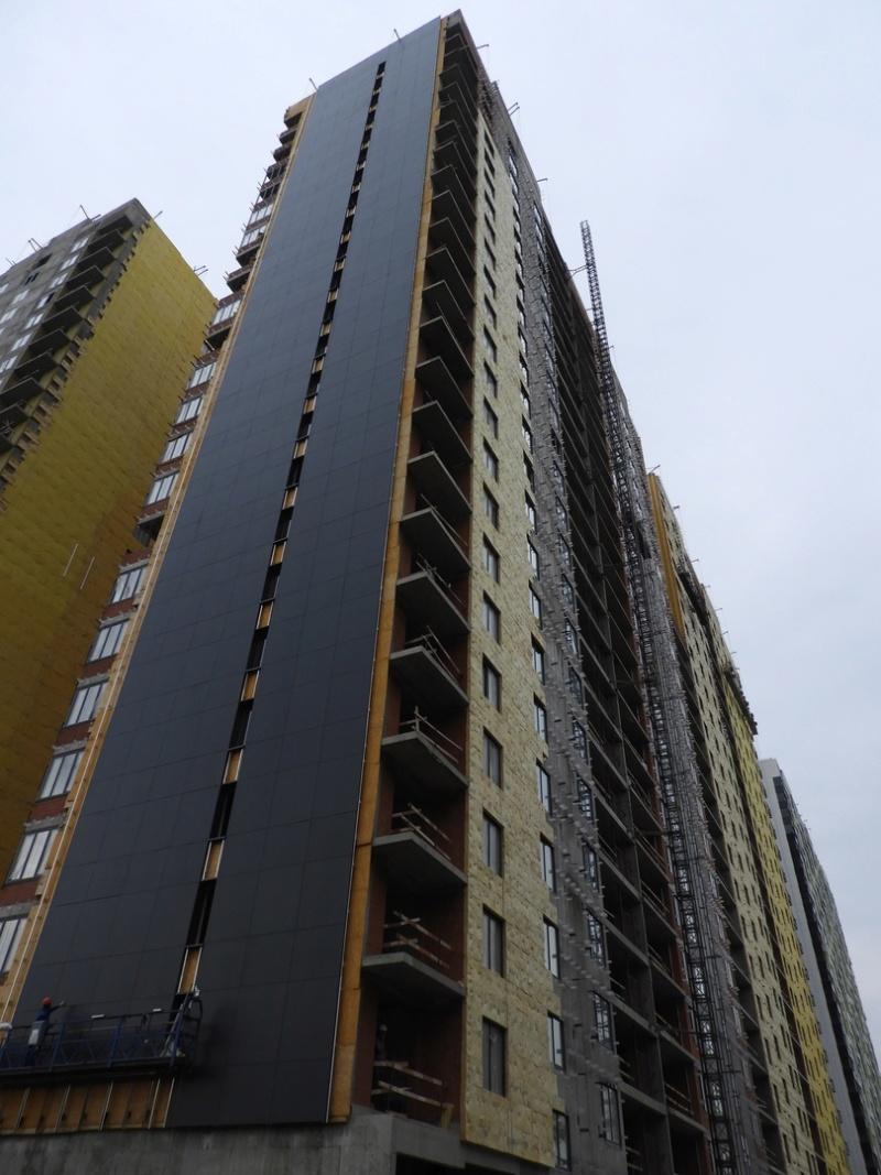 """На ЖК """"Летний сад"""" - начался монтаж фасадных конструкций корпусов второй очереди строительства 10110"""