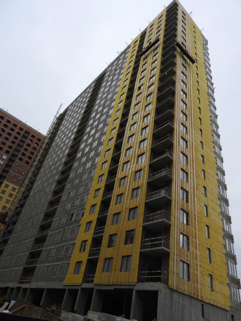 """На ЖК """"Летний сад"""" - начался монтаж фасадных конструкций корпусов второй очереди строительства 10210"""