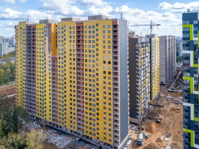 """На ЖК """"Летний сад"""" - начался монтаж фасадных конструкций корпусов второй очереди строительства 220"""