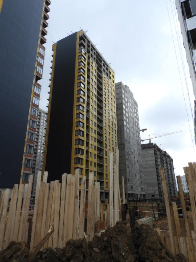 """На ЖК """"Летний сад"""" - начался монтаж фасадных конструкций корпусов второй очереди строительства 410"""