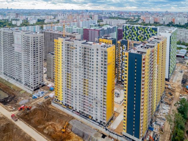 """На ЖК """"Летний сад"""" - начался монтаж фасадных конструкций корпусов второй очереди строительства Q-iazj10"""
