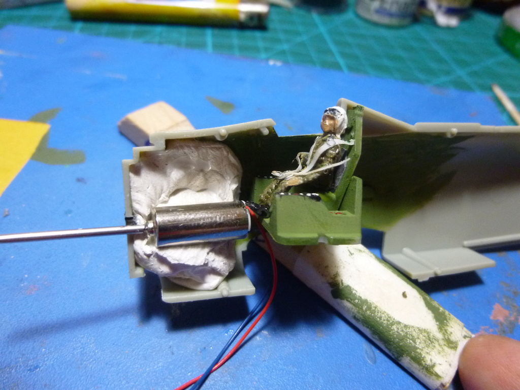 a-1h skyraider  1/72 - Σελίδα 2 P1030010