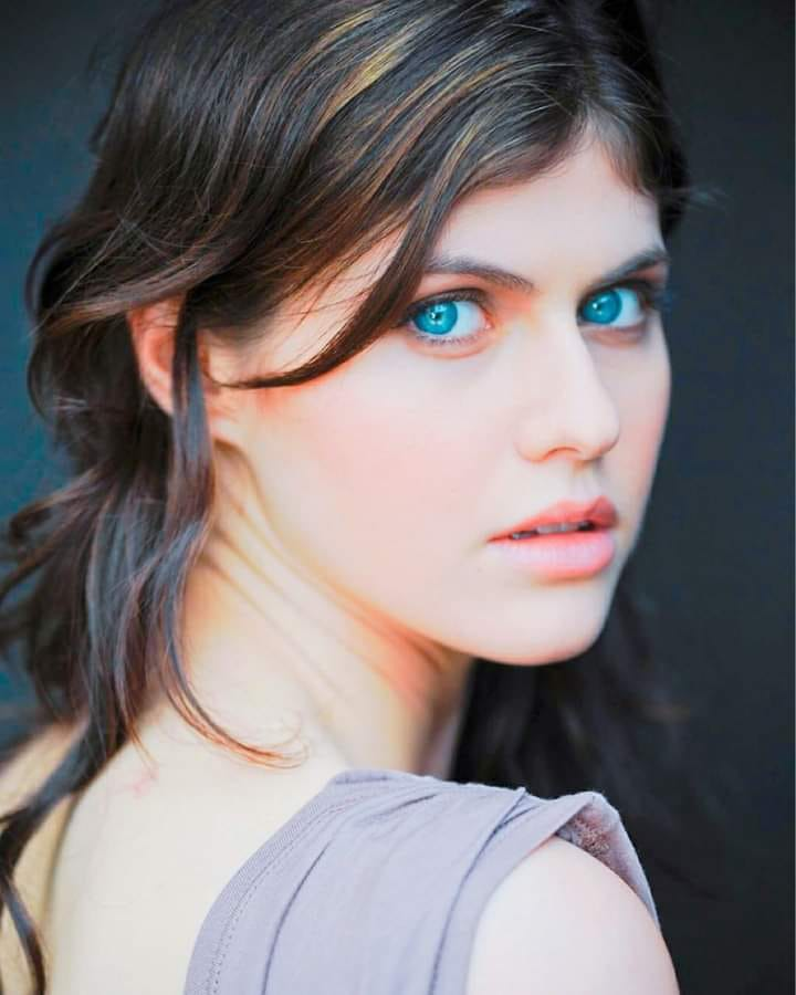 Alexandra Daddario, tópic de extrema necesidad 01294