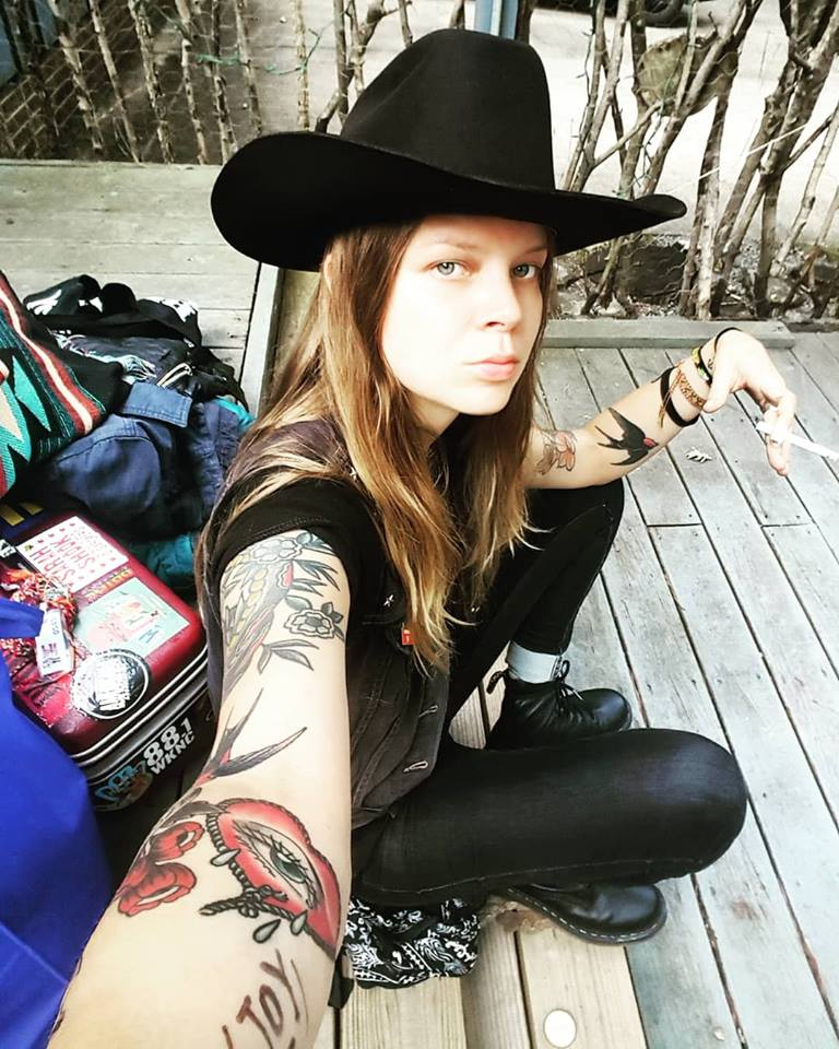 Sarah Shook & The Disarmers / Country crudo, actitud punk 0185