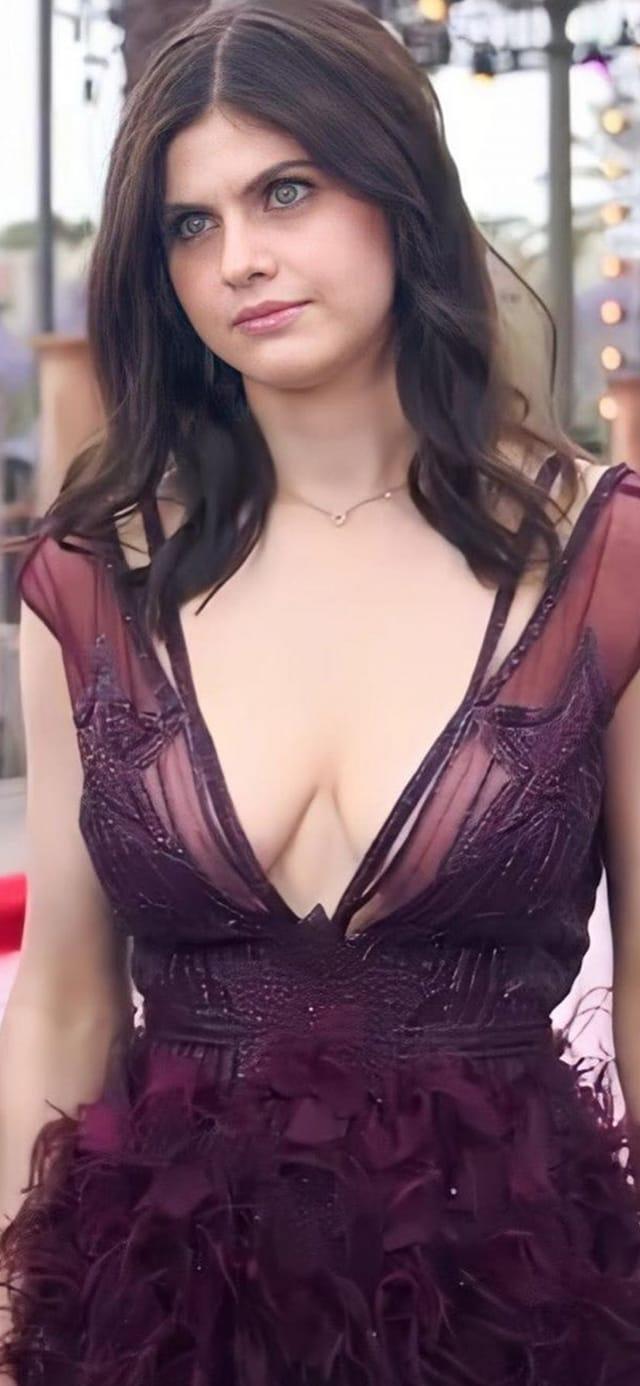 Alexandra Daddario, tópic de extrema necesidad - Página 2 1x57