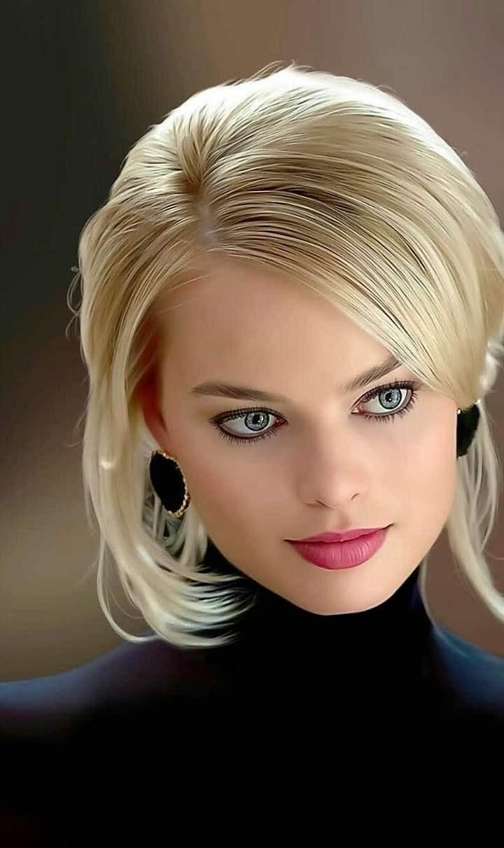 Margot Robbie 1y54