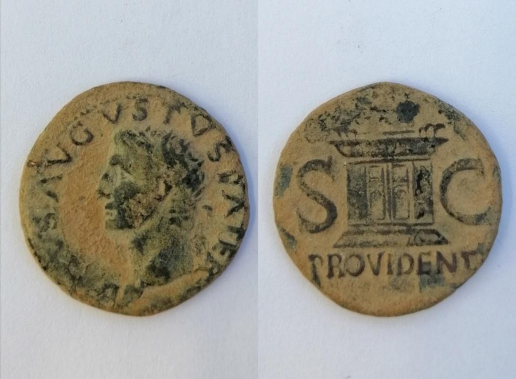 As póstumo de Augusto acuñado por Tiberio. PROVIDENT . Altar. Roma Img_2131