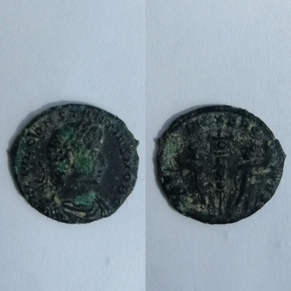 AE4 de Constancio II. GLORIA EXERCITVS. Soldados entre 1 estandarte. Photog17