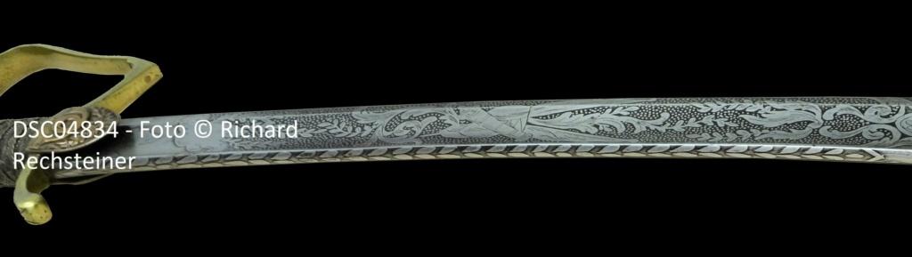 """Datation d'un sabre d'officier, lame frise de laurier, oreillons """"cor de chasse"""" Sabre_13"""