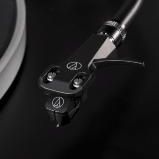 Audio-Technica AT-LP5X Fully Manual Direct Drive Turntable Es_611