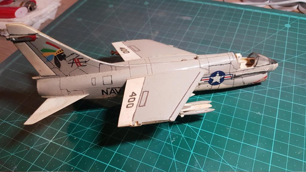 [Montage fini] A-7E Corsair II - 1/72 - Page 2 20191192