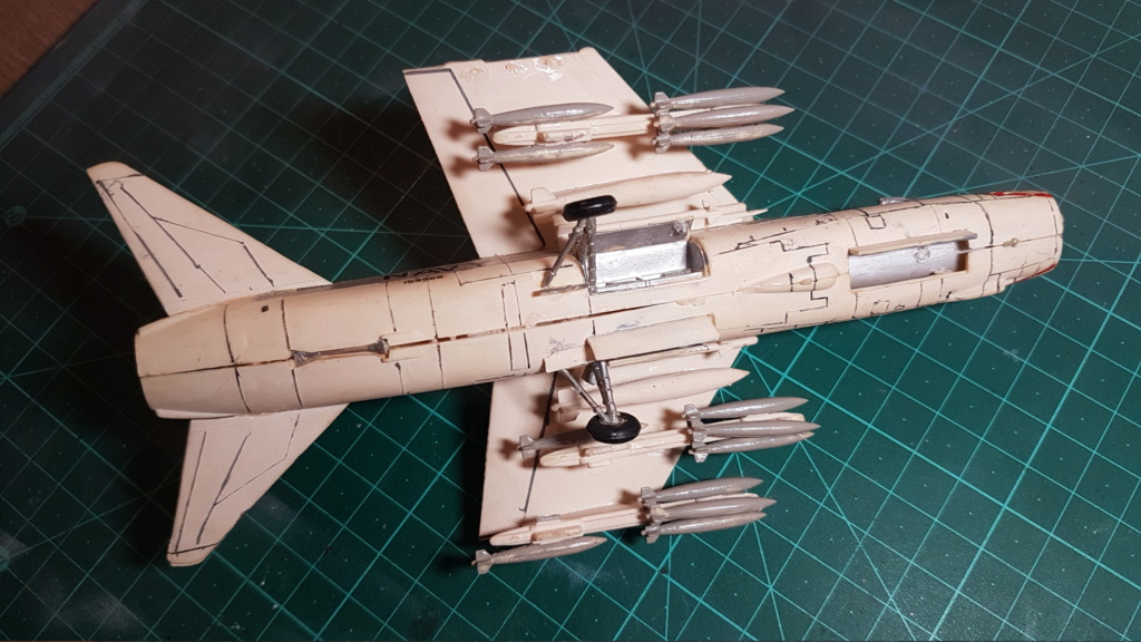 [Montage fini] A-7E Corsair II - 1/72 - Page 2 20191193