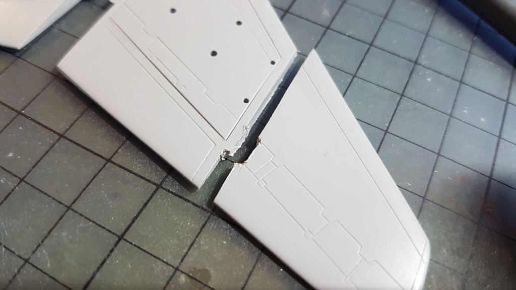 [Montage fini] A-7E Corsair II - 1/72 - Page 2 20191200