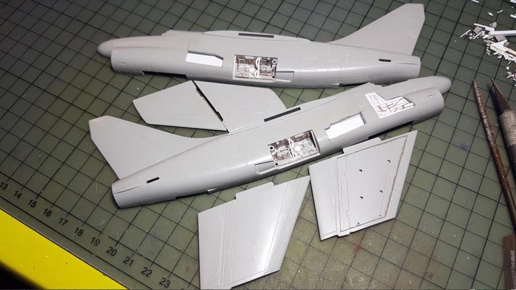 [Montage fini] A-7E Corsair II - 1/72 - Page 3 20191247