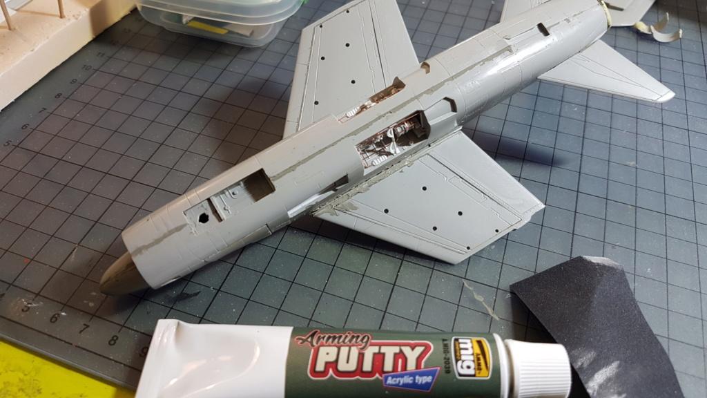 [Montage fini] A-7E Corsair II - 1/72 - Page 4 20191270