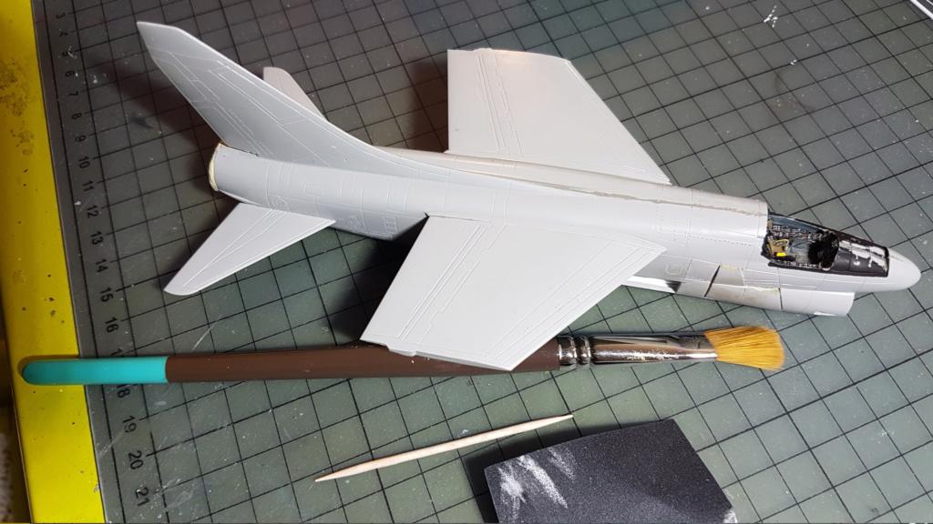 [Montage fini] A-7E Corsair II - 1/72 - Page 4 20191271