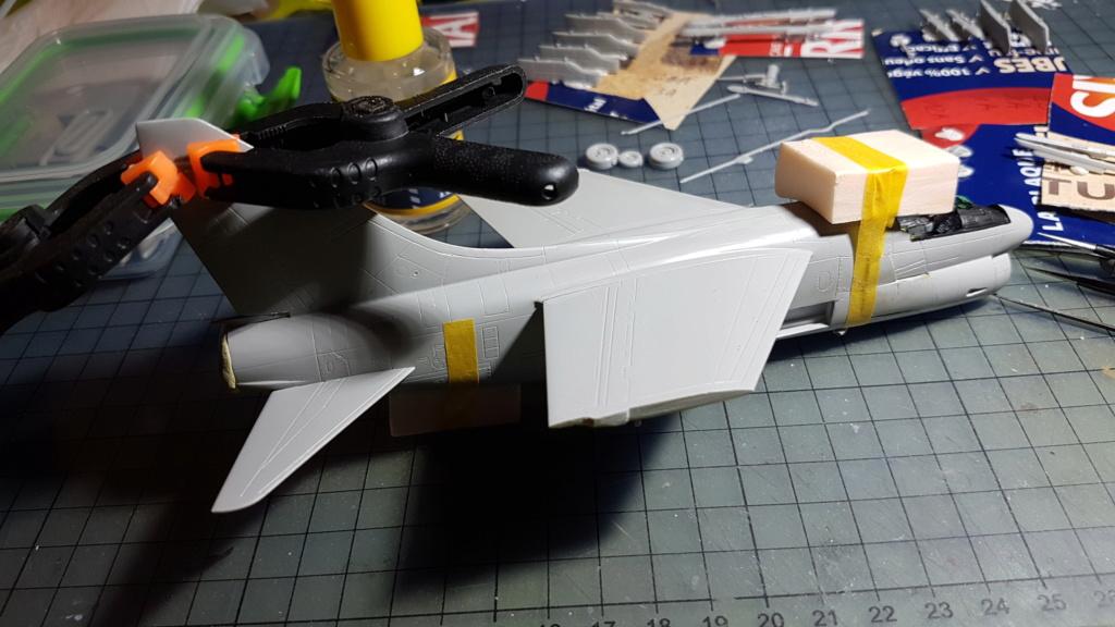[Montage fini] A-7E Corsair II - 1/72 - Page 5 20191315