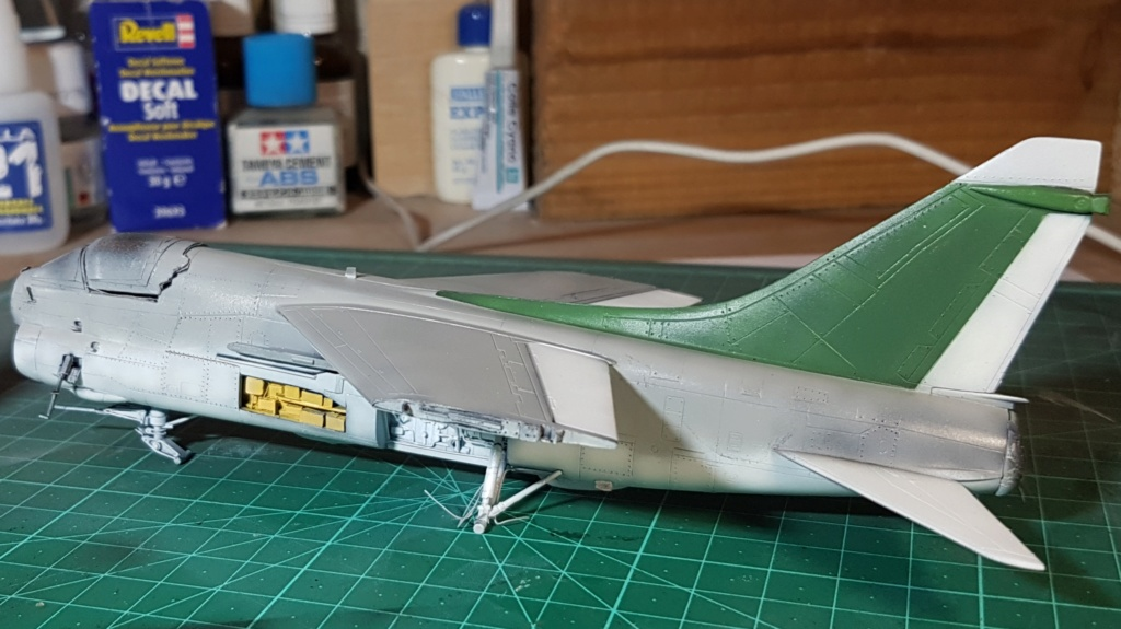 [Montage fini] A-7E Corsair II - 1/72 - Page 6 20191394