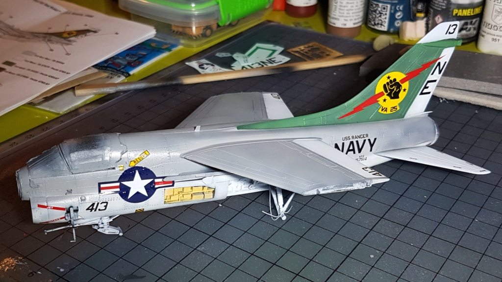 [Montage fini] A-7E Corsair II - 1/72 - Page 6 20191397