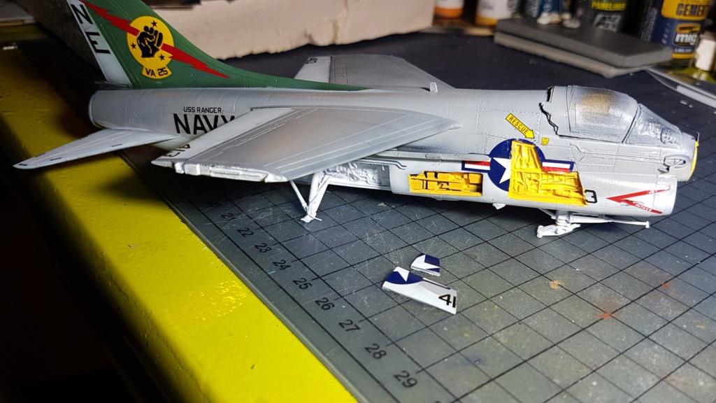 [Montage fini] A-7E Corsair II - 1/72 - Page 6 20191400