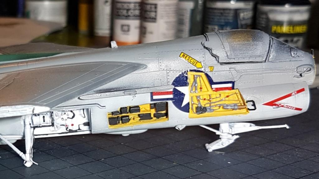 [Montage fini] A-7E Corsair II - 1/72 - Page 6 20191402