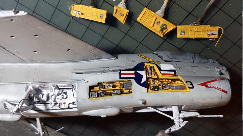 [Montage fini] A-7E Corsair II - 1/72 - Page 7 20191410