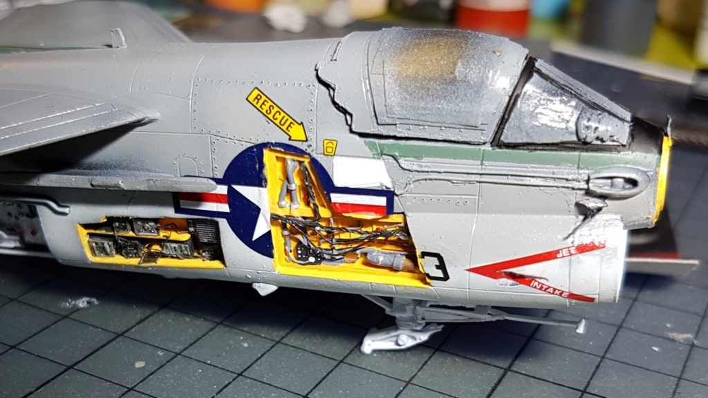 [Montage fini] A-7E Corsair II - 1/72 - Page 7 20191411