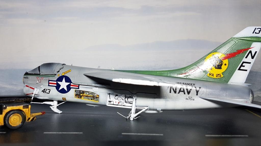 [Montage fini] A-7E Corsair II - 1/72 - Page 7 20191414
