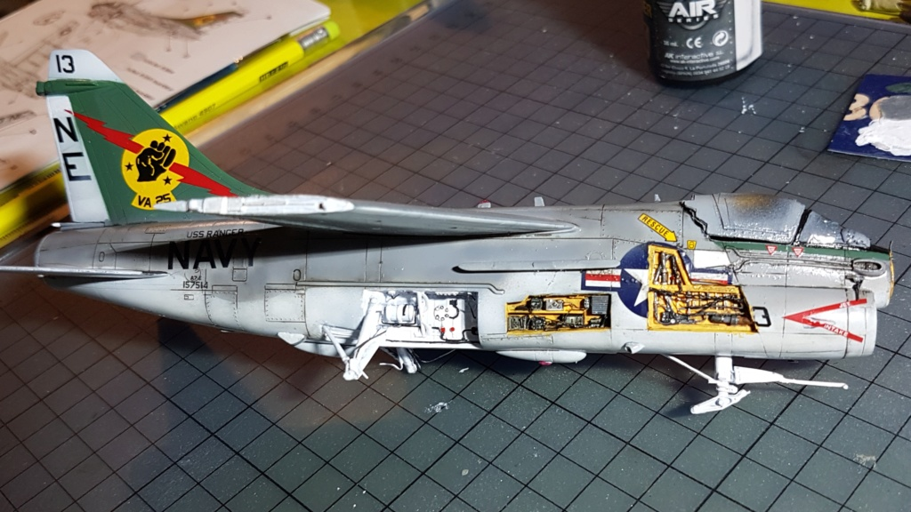 [Montage fini] A-7E Corsair II - 1/72 - Page 7 20191427