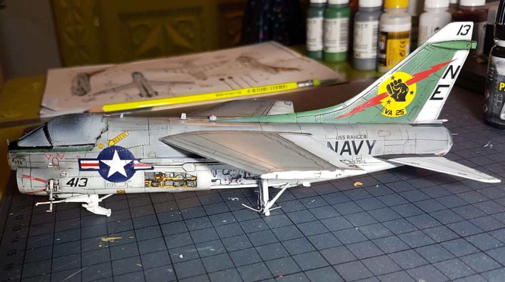 [Montage fini] A-7E Corsair II - 1/72 - Page 7 20191431
