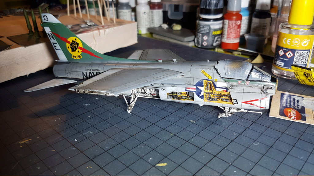 [Montage fini] A-7E Corsair II - 1/72 - Page 8 20191433