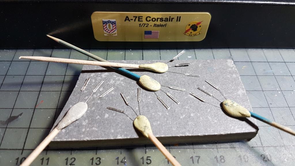 [Montage fini] A-7E Corsair II - 1/72 - Page 9 20191635