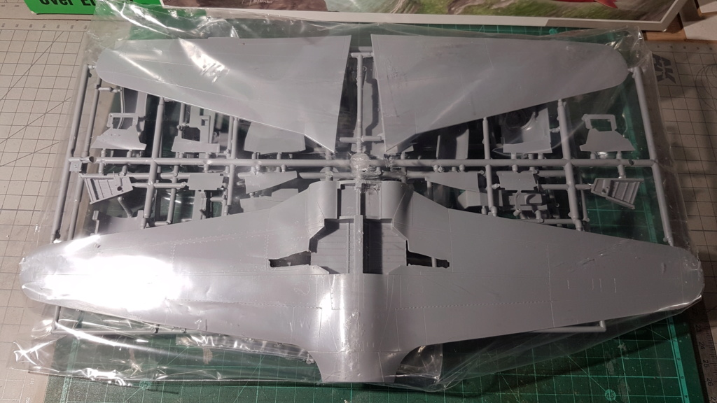 [Unboxing] T-33A T-Bird - 1/32 20200436